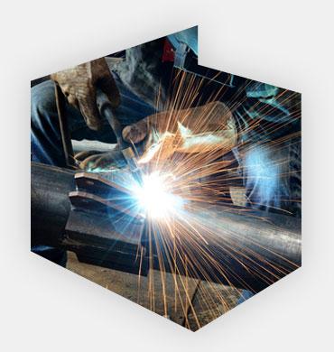 Spawacze metali i operatorzy urządzeń spawalniczych
